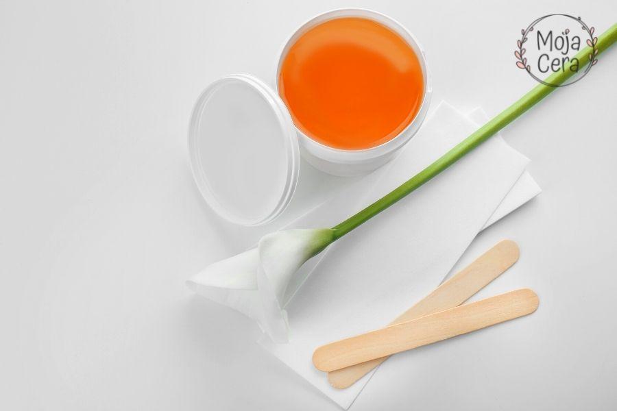 Podrażnienia po goleniu - etap 1 przygotowanie kosmetyków do depilacji