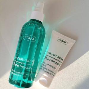 M jak Manuka, a dokładniej seria kosmetyków 🍀 Liście Manuka.  Jeśli uwielbiasz: ✅ świeży zapach ✅ działanie antybakteryjne oraz ✅ oczyszczające - to te produkty będą inwestycją idealną 👌  Czy są tu fani i fanki kosmetyków Liście Manuka?  Podzielcie się swoją opinią na ich temat i dajcie znać, który produkt z tej serii jest waszym #musthave 🙌  〰️〰️〰️ #mojacerapl #MojaCera#drogeriaonline #drogeriainternetowa #manuka #LiścieManuka #polskiekosmetyki #ziaja #polskamarka #oczyszczanie #pielęgnacja #polishgirl #polishboy #light #green #cosmetics #beauty #uroda #światło #krem #tonik #twarz #dbajosiebie #piękno